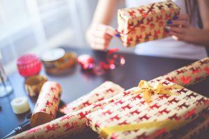 christmas-gift-wrapping-picjumbo-com
